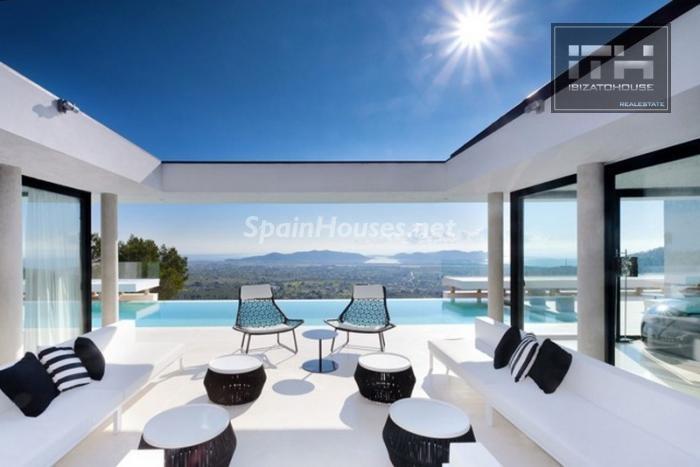 terraza11 - Casa de la Semana: Espectacular villa de lujo en Ibiza (Baleares), la isla de los sueños