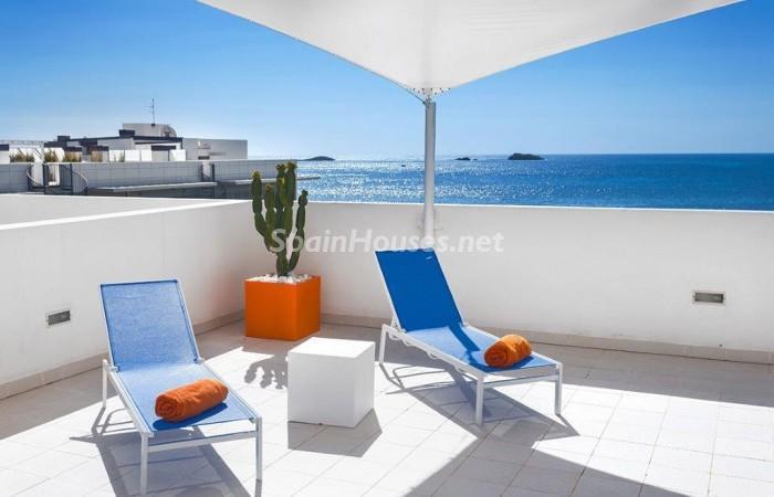 terraza111 - Fantástico ático de vacaciones en Playa D'en Bossa, Ibiza (Baleares)