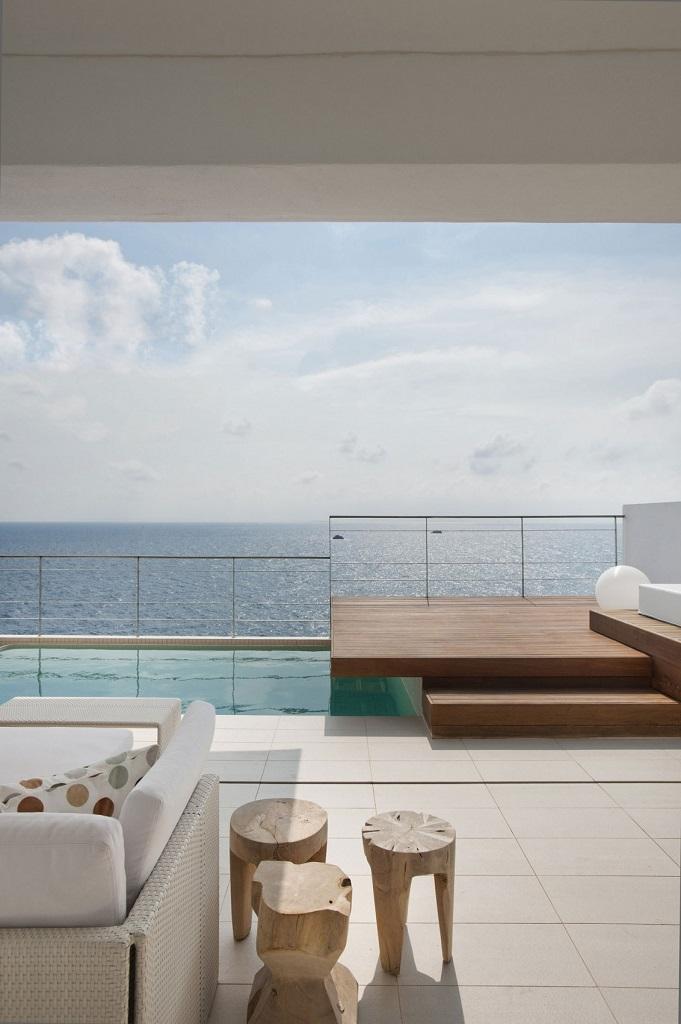 terraza128 - Preciosa villa en Ibiza de espectacular y radiante blanco minimalista junto al mar