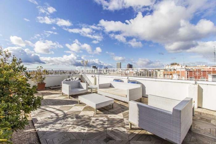 terraza2 1 - Elegante, amplio y luminoso ático con vistas a todo el skyline de Madrid en Chamartín
