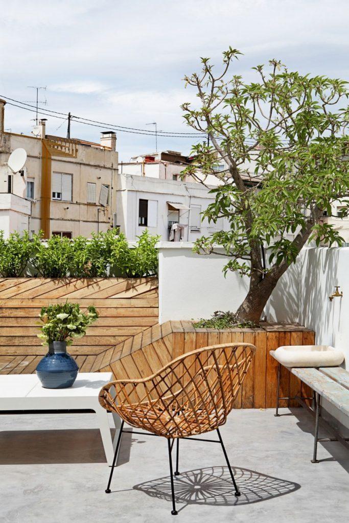 terraza2 4 683x1024 - Precioso ático de diseño en Valencia: 70 metros de luz, funcionalidad y encanto