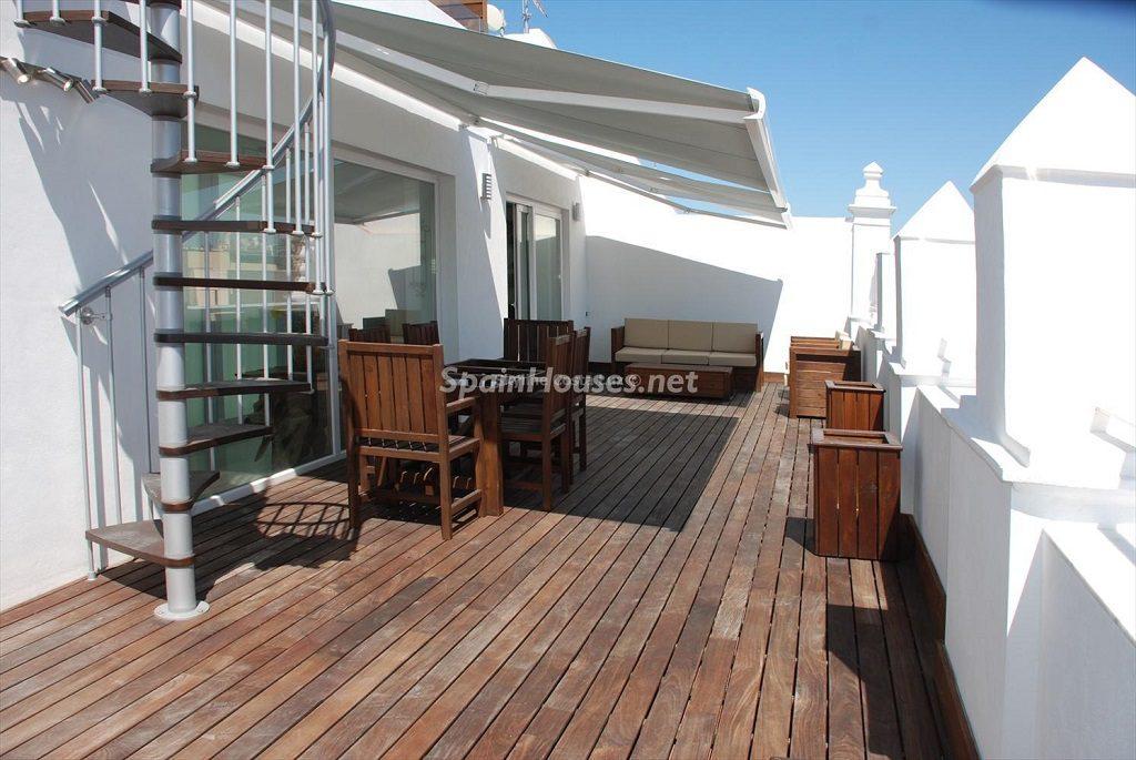terraza2 6 1024x685 - Ático en alquiler de vacaciones en Cádiz, ideal para el puente o el carnaval
