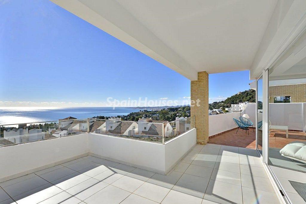 terraza2 8 1024x683 - Precioso toque nórdico a estrenar con vistas al mar en Benalmádena (Costa del Sol, Málaga)