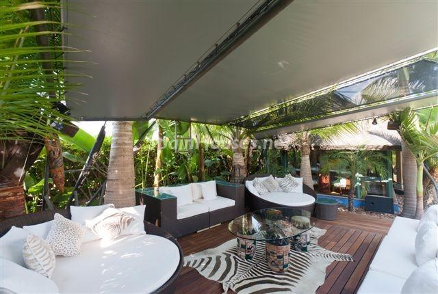 """terraza23 - Casa de la Semana: Espectacular villa de """"lujo exótico"""" en Marbella, Costa del Sol"""