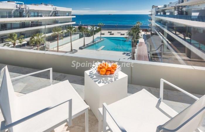terraza28 - Fantástico ático de vacaciones en Playa D'en Bossa, Ibiza (Baleares)
