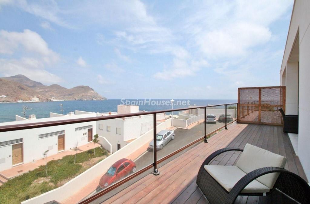 terraza3 2 1024x674 - Coqueto chalet a estrenar con bonitas vistas al mar en San José (Cabo de Gata, Almería)