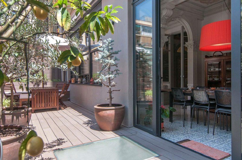 terraza3 3 1024x679 - Piso modernista en el Eixample (Barcelona): fusión espectacular de luz y elegancia