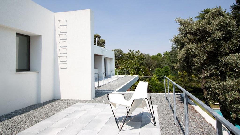 terraza410 - Genial toque otoñal y minimalista en una fantástica casa en La Moraleja (Alcobendas, Madrid)