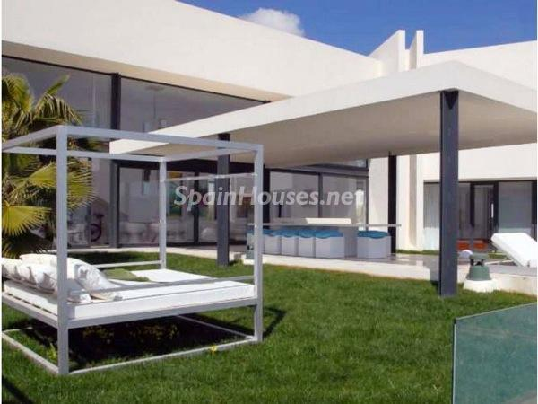 terraza42 - Moderna y espectacular villa diseño en Es Cubells (San José, Ibiza)