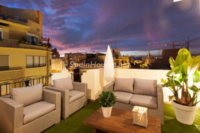 terraza61 - Noches de verano en un coqueto ático en alquiler en Valencia, en el Mercado Central