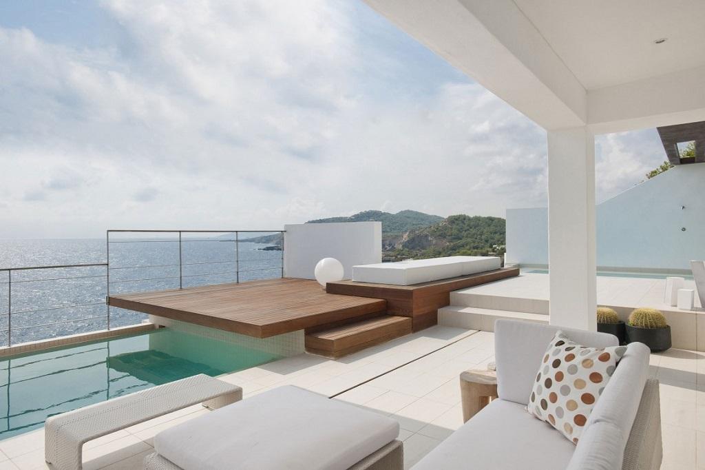 terraza62 - Preciosa villa en Ibiza de espectacular y radiante blanco minimalista junto al mar