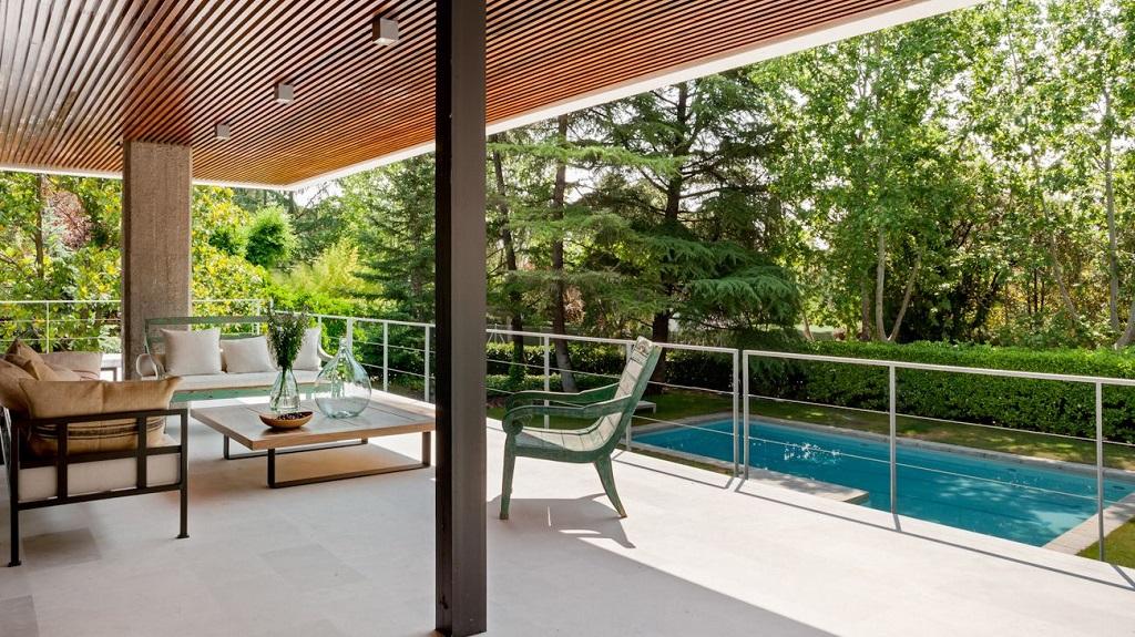 terraza65 - Genial toque otoñal y minimalista en una fantástica casa en La Moraleja (Alcobendas, Madrid)