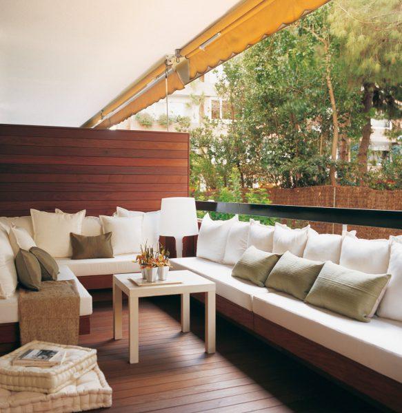 terraza urbana con bancos en los lados 1243x1280 583x600 - La terraza perfecta sin importar el tamaño