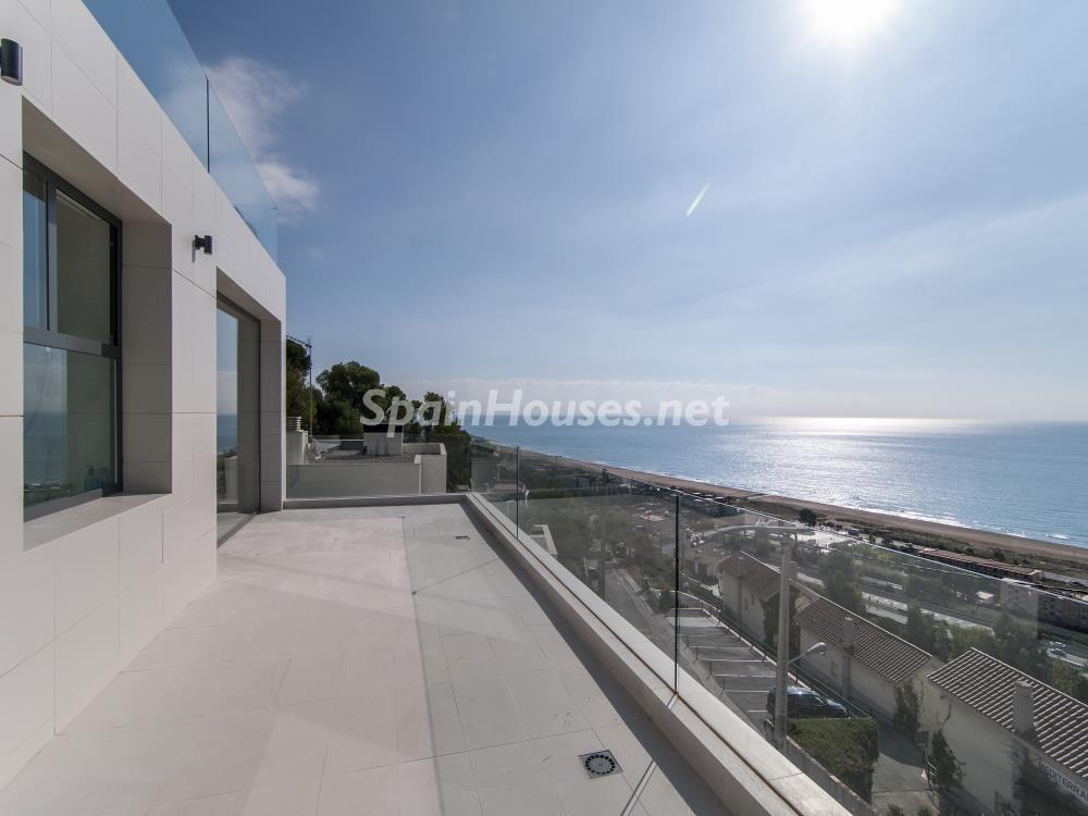 terrazadormitorio - Casa minimalista transparente, diáfana y abierta al mar en Castelldefels (Barcelona)