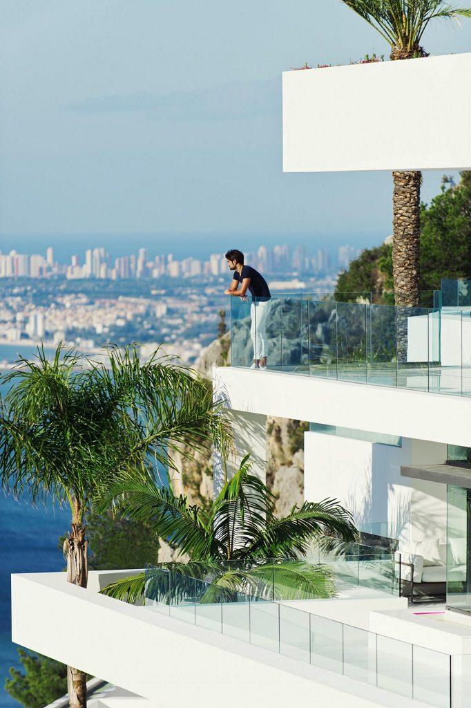 terrazas vistas 682x1024 - Altea Hills: Villas de diseño mediterráneo con vistas al mar en Costa Blanca (Alicante)