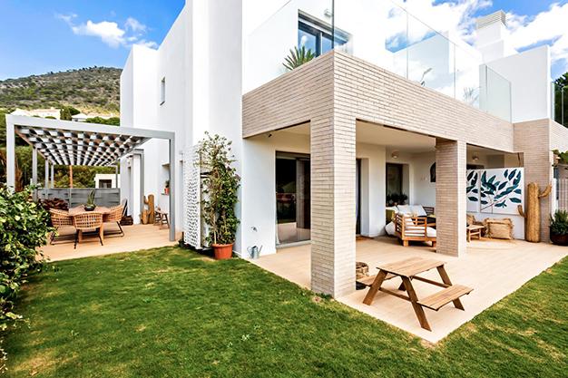 terrazas y barbacoa - Disfruta de la naturaleza y el mar en esta villa de lujo en Benalmádena (Málaga)