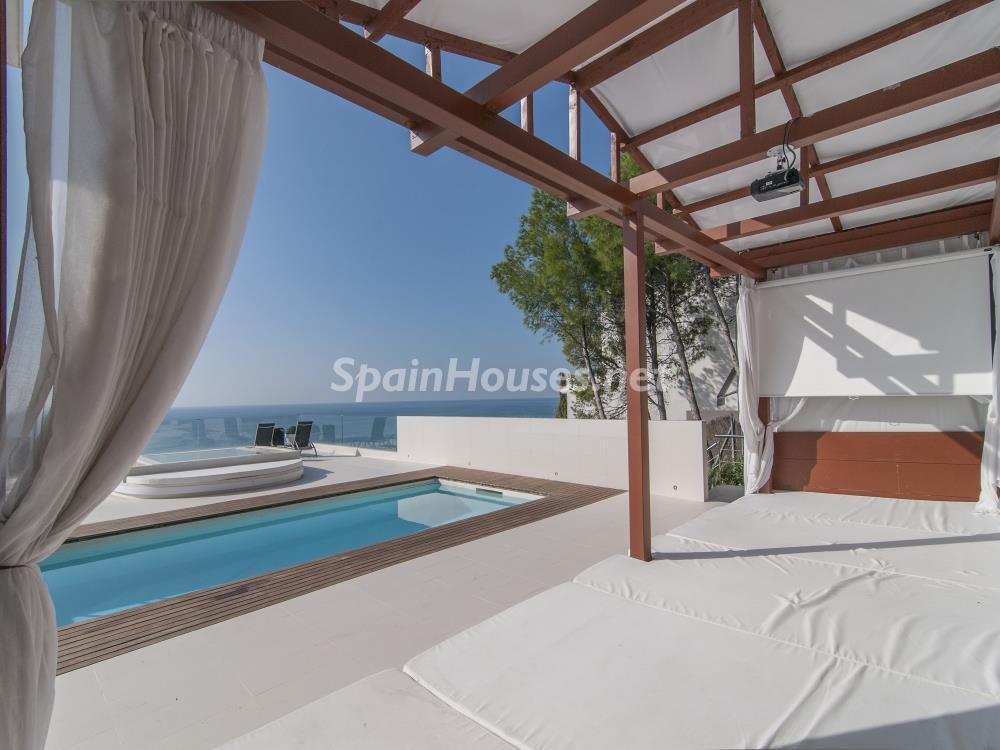 terrazaypiscina chillout - Casa minimalista transparente, diáfana y abierta al mar en Castelldefels (Barcelona)