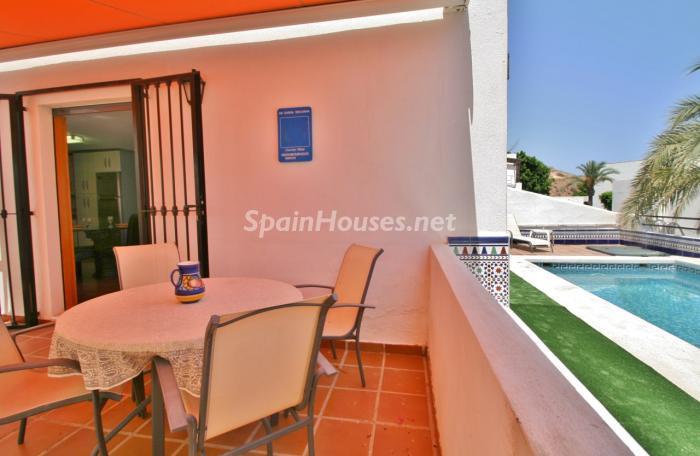 terrazaypiscina1 - Gran chalet de 6 dormitorios con vistas a la Isla de San Andrés, Carboneras (Almería)