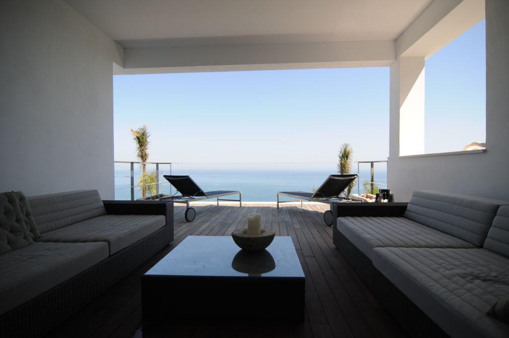 terrazaysalon 1024x680 - Unas vacaciones de ensueño en Punta de la Mona, La Herradura (Granada), frente al mar