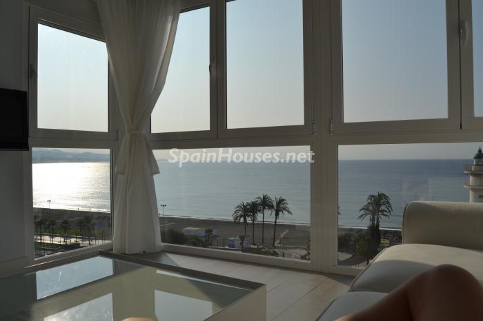 torredelmar malaga 4 - Primera línea de playa: 12 pisos y apartamentos en alquiler para vivir junto al mar