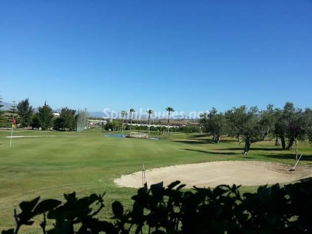 torredelmar malaga - Verde, sol y mar: 19 fantásticas viviendas a buen precio en campos de golf en España