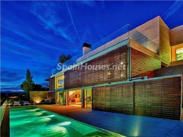 torrelodones madrid 1 - Noches de verano en 18 casas de ensueño: diseño bajo las estrellas para relajarse y disfrutar