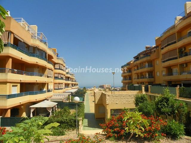 torremolinos malaga 1 - 16 estupendos pisos de 2/3 dormitorios con garaje y trastero en la ciudad o cerca del mar