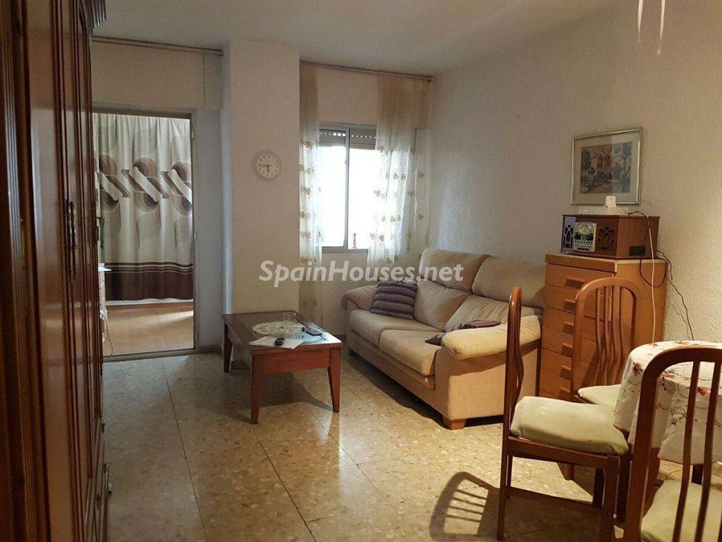 torremolinos malaga 6 1024x768 - ¡A la caza de gangas! 16 pisos de 1 dormitorio (y 1 casa) por menos de 50.000 euros