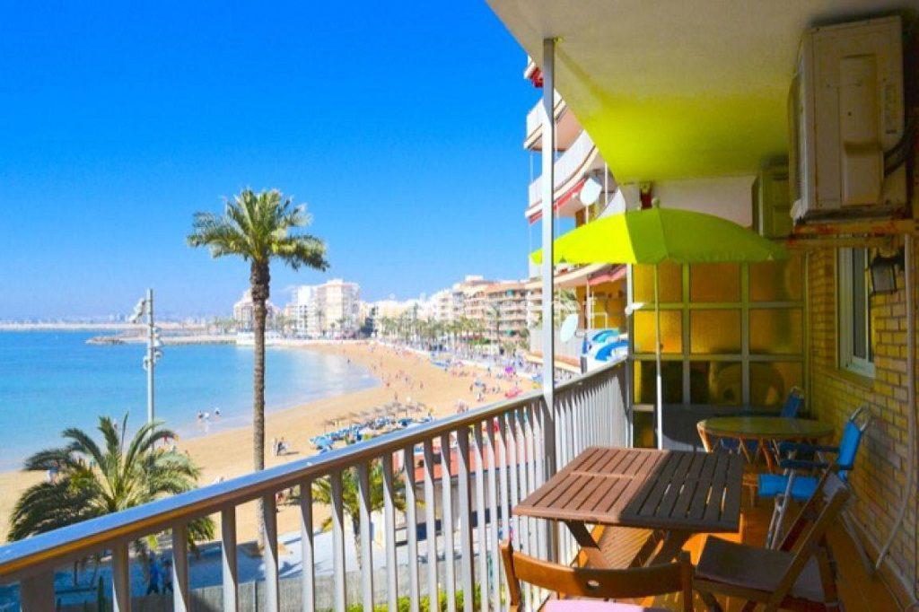 torrevieja alicante 6 1024x682 - 20 pisos en la costa con vistas al mar por menos de 200.000 euros