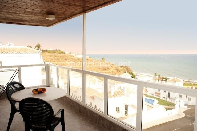 torrox costa - A la caza de gangas: 14 apartamentos baratos en la playa con espectaculares vistas al mar