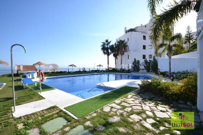 torrox malaga 2 - Sugerencias refrescantes para el verano: 19 pisos con piscina en la ciudad o junto al mar
