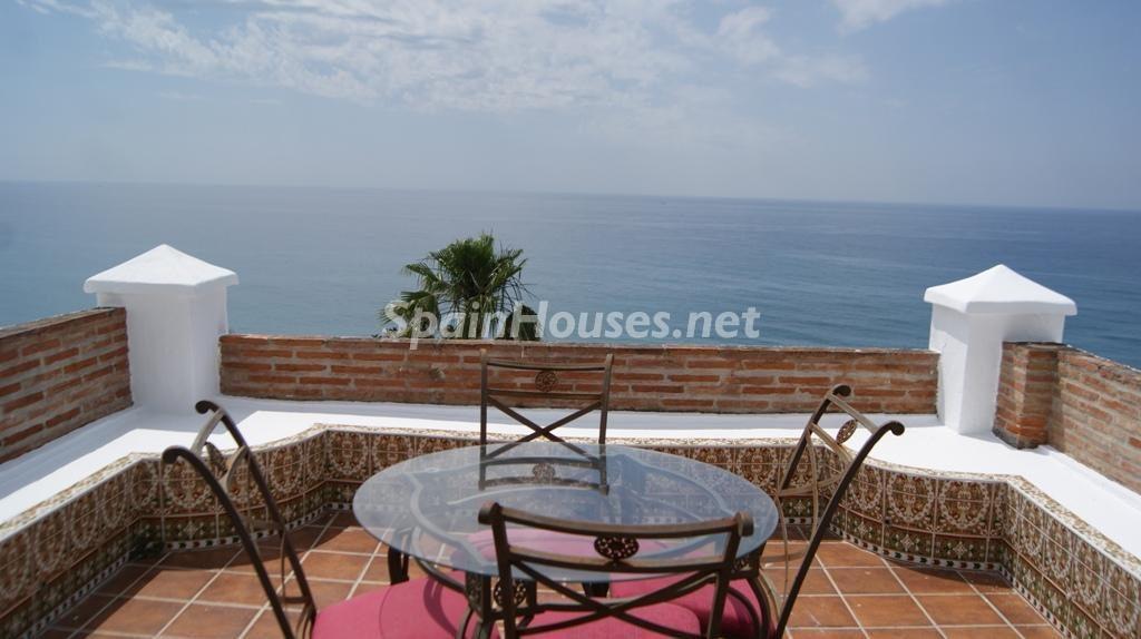 torroxcosta malaga 1024x574 - Primera línea de playa: 12 pisos y apartamentos en alquiler para vivir junto al mar