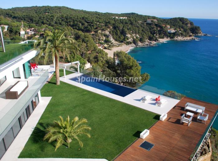 tossademar girona 2 - 15 preciosas y modernas casas con espectaculares piscinas que miran al mar