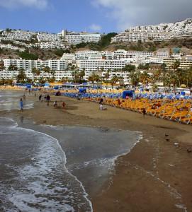 turismo canarias 271x300 - El turismo extranjero sigue pasando las vacaciones en España, crece un 12,3% en enero