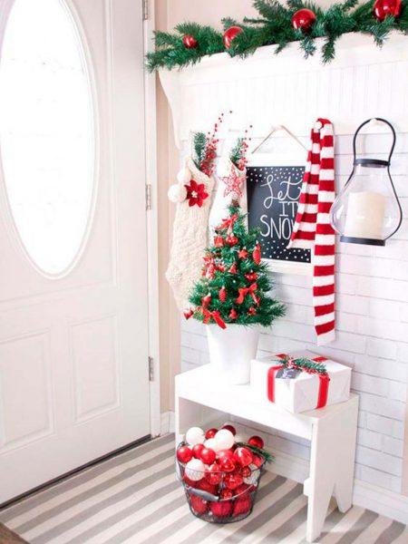un rojo que da alegria 450x600 - Ideas para decorar recibidores en Navidad