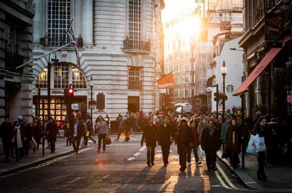 urban 438393 960 720 600x398 - La compraventa de viviendas aumenta un 17% en junio, al mismo ritmo que las hipotecas