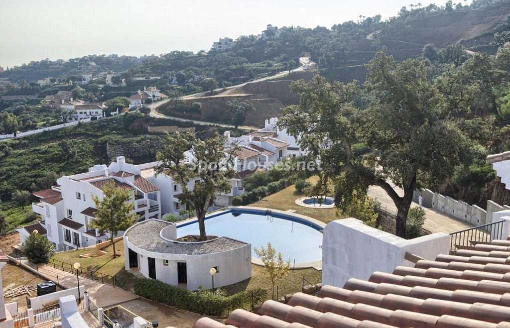urbanizacion 2 1024x659 - Precioso piso a estrenar en la Sierra de las Nieves (Istán, Marbella), naturaleza a 15 km del mar