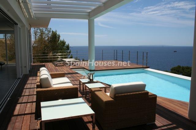 vacaciones ibiza1 - Sueños de verano: 14 espectaculares terrazas que miran al mar