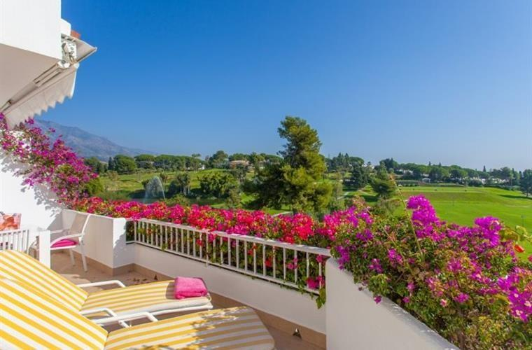 vacaciones marbella malaga 1 - 15 viviendas que ya se visten de primavera: flores y espacios abiertos para disfrutar