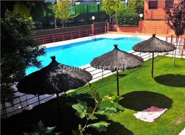 valdebebas madrid - Sugerencias refrescantes para el verano: 19 pisos con piscina en la ciudad o junto al mar