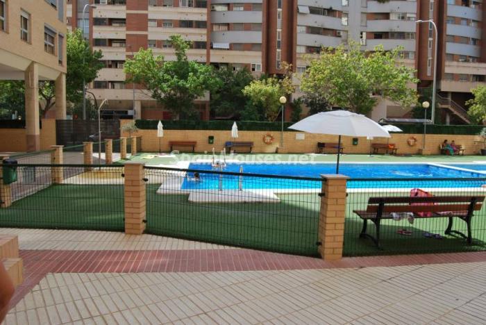 valencia 2 - Sugerencias refrescantes para el verano: 19 pisos con piscina en la ciudad o junto al mar