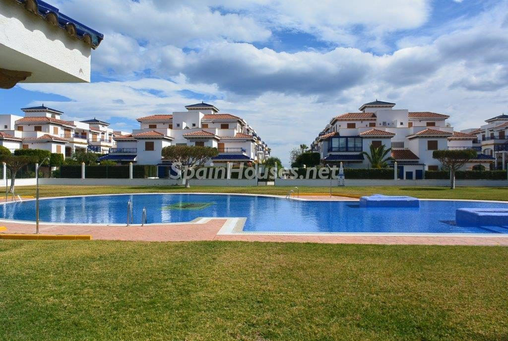 vera almeria 4 1024x687 - Sugerencias refrescantes para el verano: 19 pisos con piscina en la ciudad o junto al mar