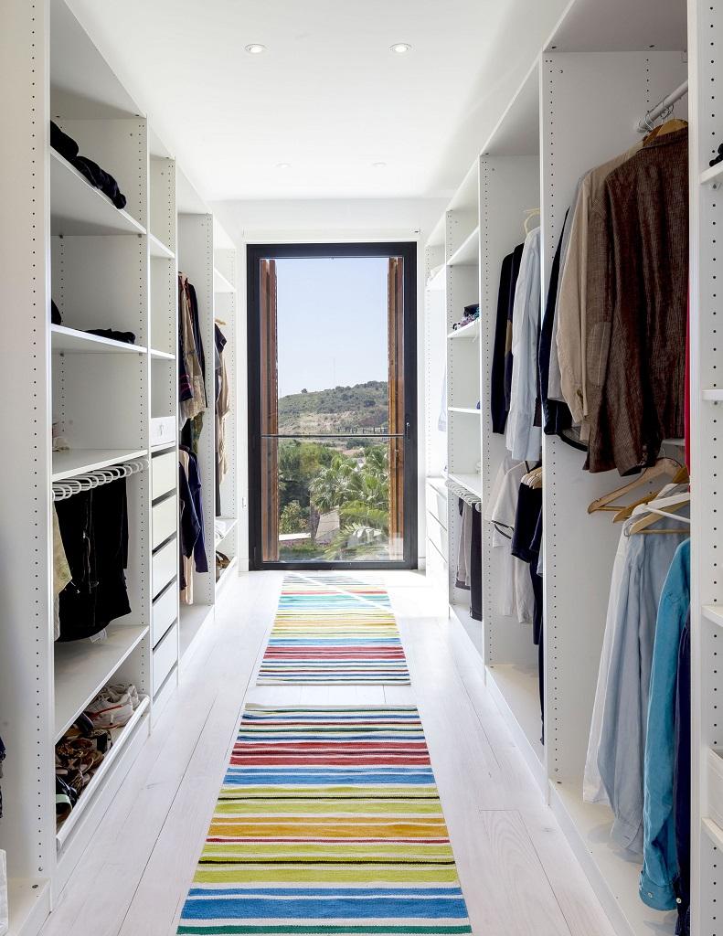vestidor - Fantástica casa llena de luz y elegante sencillez en Badalona (Barcelona)