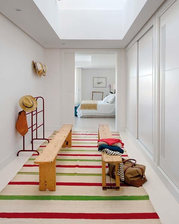 vestidor1 - Toques de azul turquesa en una genial casa en Sotogrande (Costa de la Luz, Cádiz)