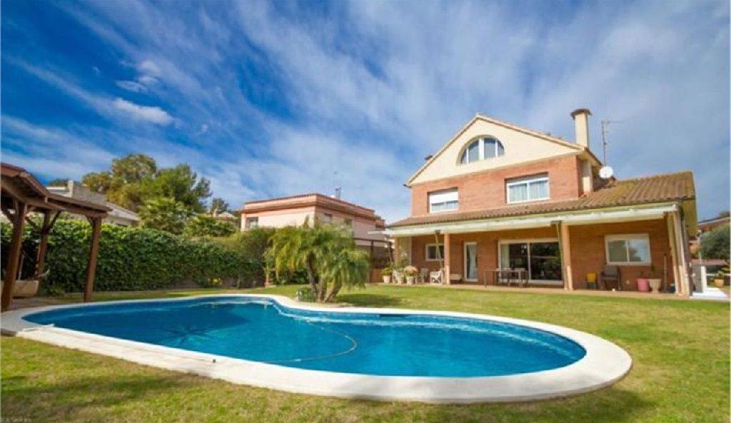 vilanovailageltru barcelona 1 1024x593 - De verde y primavera: 18 espectaculares casas con un amplio y soleado jardín