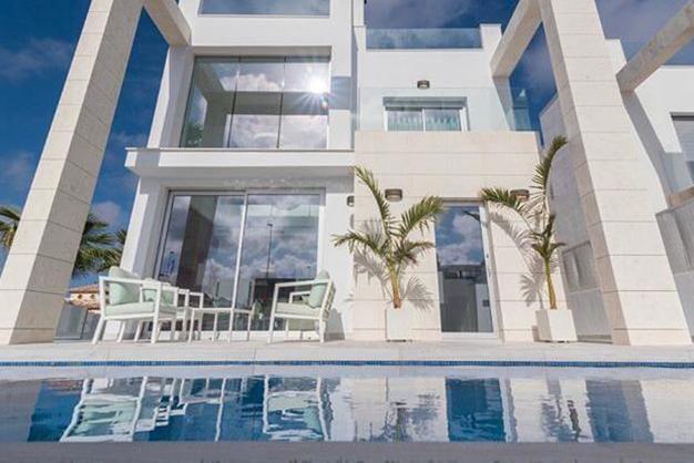villa Alicante piscina y exterior - Villa exclusiva en Alicante junto a la playa