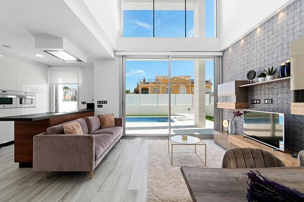 villa Alicante ventanal salon - Villa exclusiva en Alicante junto a la playa