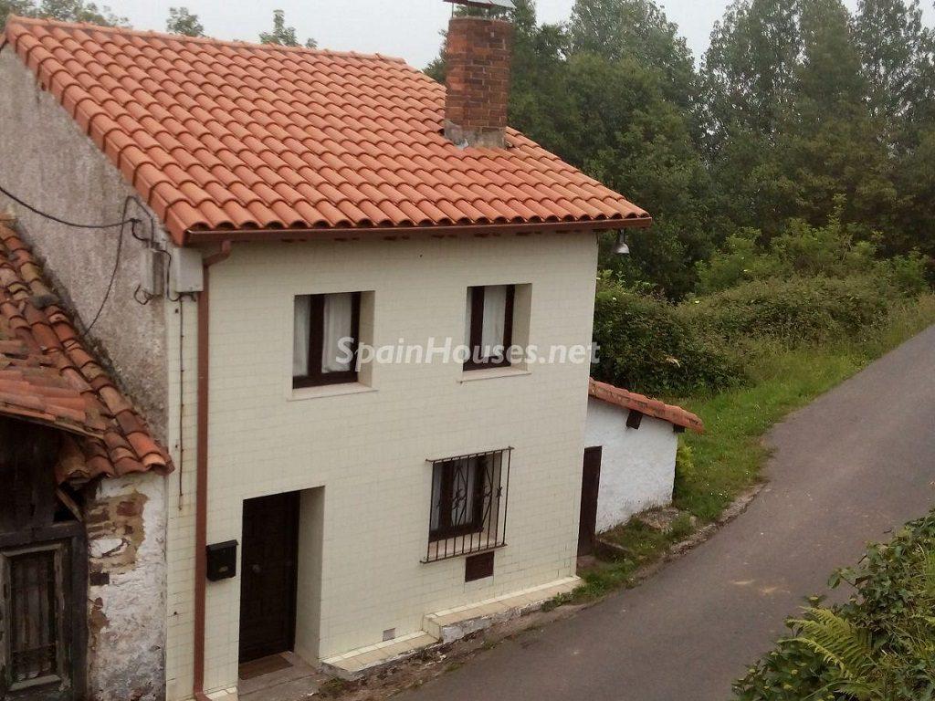 villaviciosa asturias 1 1024x768 - ¡A la caza de gangas! 16 pisos de 1 dormitorio (y 1 casa) por menos de 50.000 euros