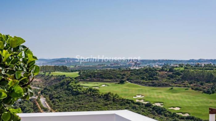 """vistas golf casares - Espectacular terraza de sol, bonito ambiente """"chill out"""" y vistas al mar en Casares (Málaga)"""