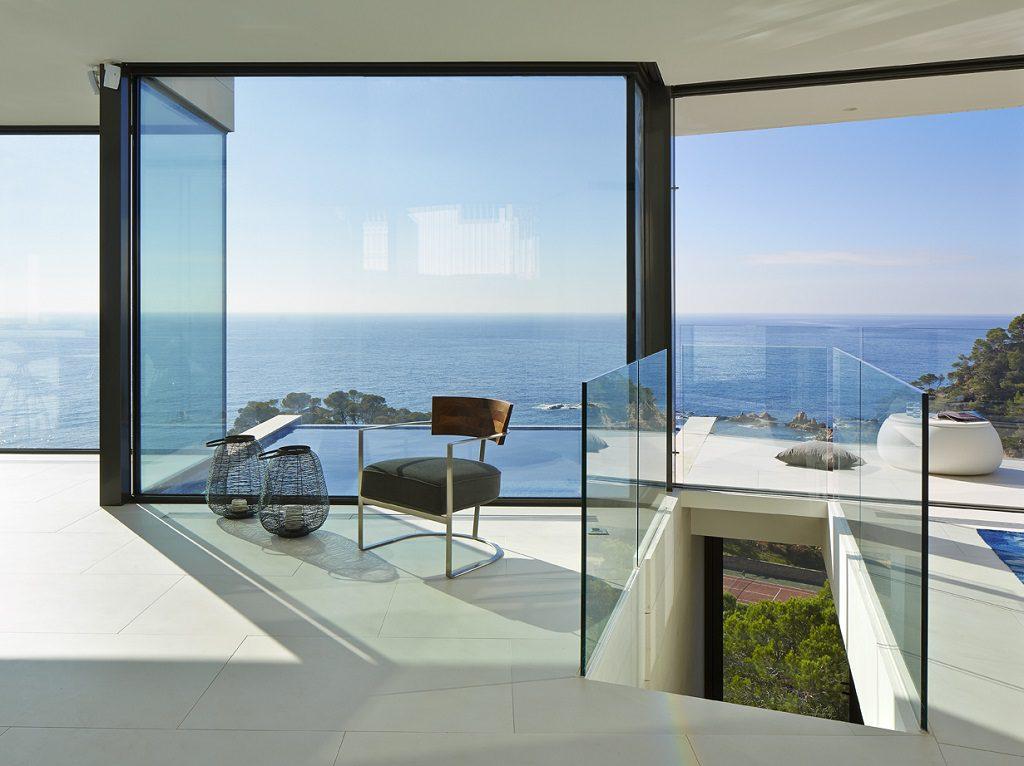 vistas interior 1024x766 - Casa de diseño bañada por el sol en Santa Cristina d'Aro, Girona (Costa Brava)